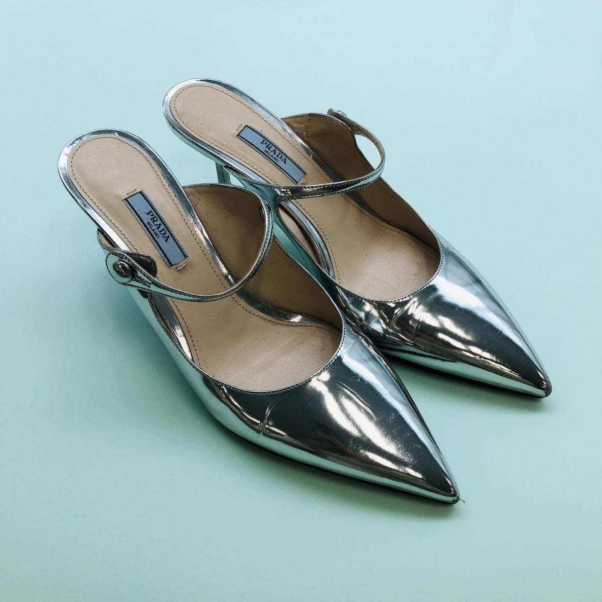 大好きなシルバーのプラダのパンプス。いつも履くときに「プラダの靴がほしい~の~」と鼻歌が出てしまう。