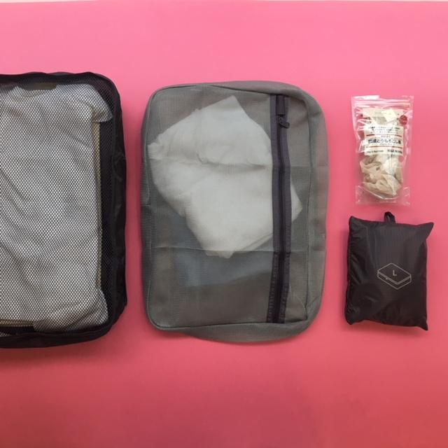 左から「たためる仕分けケース」「そのまま洗える衣類ケース」。右端は「たためる仕分けケース」をたたんだところ。