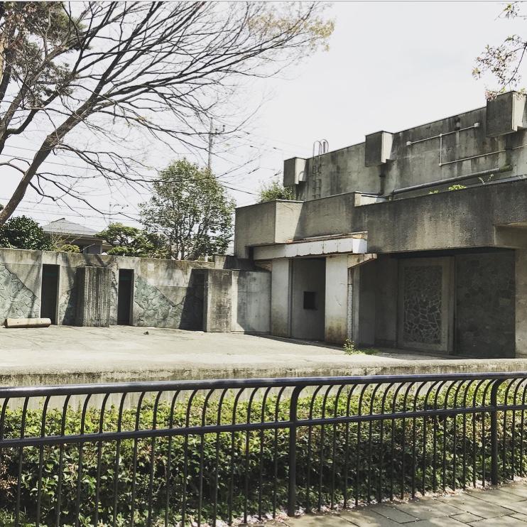 井の頭自然文化園のはな子が暮らしていた象舎。彼女がいなくなった今も多くの人が訪れている