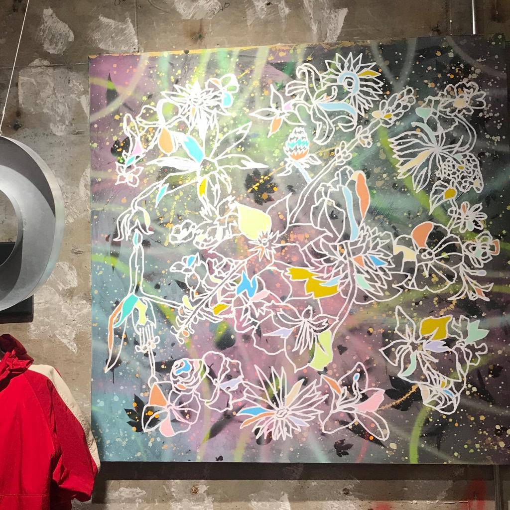 ヤンチェ_オンテンバールの店頭に飾られている香取さんの作品「フラワー マジック」