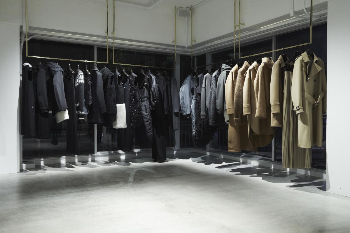 メイド・イン・ジャパンにこだわったラグジュアリーを実現。服のたたずまいも美しい。