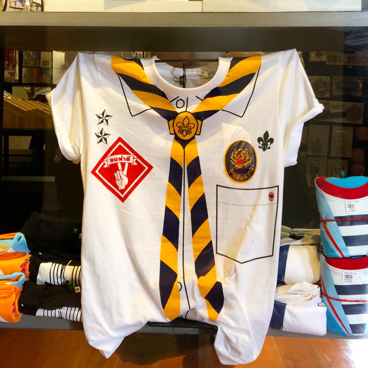 ミュージアムショップも充実。警察や海軍からボーイスカウトまでトロンプルイユのTシャツを大人買い!