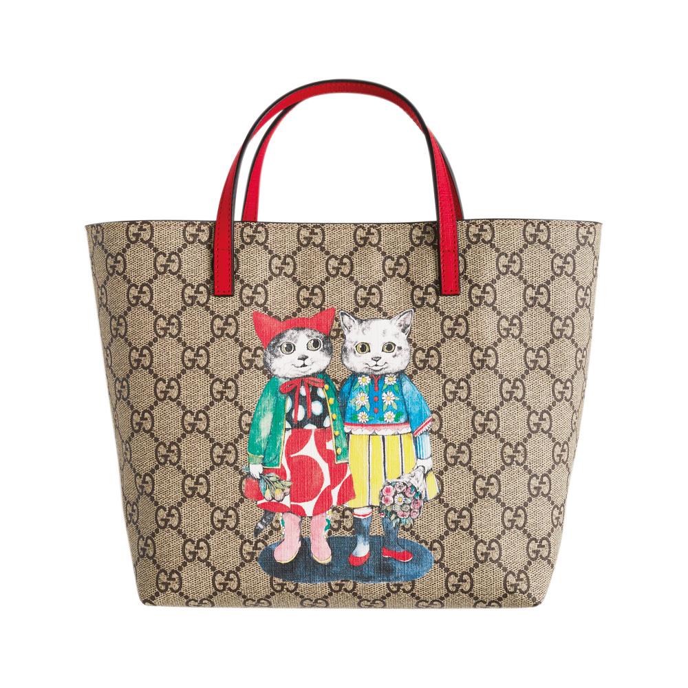 色とりどりの衣装で着飾った猫たちは、まさにヒグチユウコの絵本の1ページのよう。バッグ〈H20×W21×D10〉¥53,000