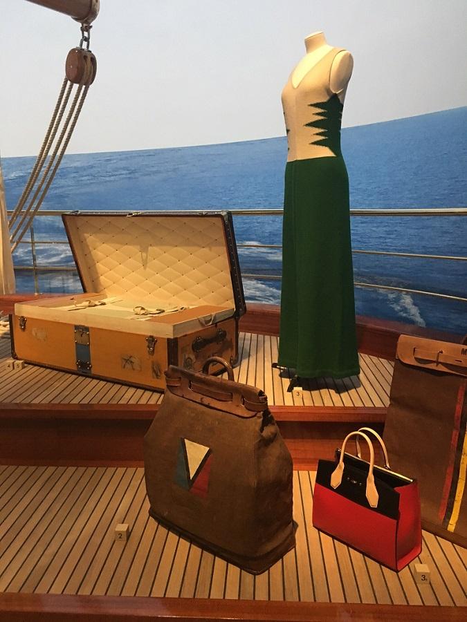 2016年に開催された「空へ、海へ、彼方へ――旅するルイ・ヴィトン」展の展示風景