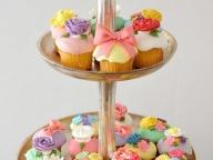 ポップでハッピーなカップケーキでお祝い!