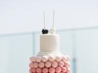 ポップケーキを幸せと共にサーブして
