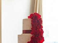 真紅のバラで魅せる、大人エレガンス