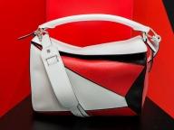 """170年の歴史と""""今""""を体感できる「ロエベ展」がスタート。新作バッグや先行発売カラーも"""
