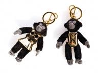 プラダから干支「サル」のチャームのキーリングなど旧正月のスペシャルコレクションが発売