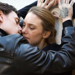 まるでドラッグのように依存的なセックス。フランス映画『シンプルな情熱』
