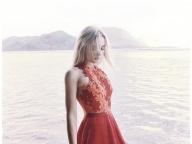 南の島で過ごす休日には甘いドレスがお似合い